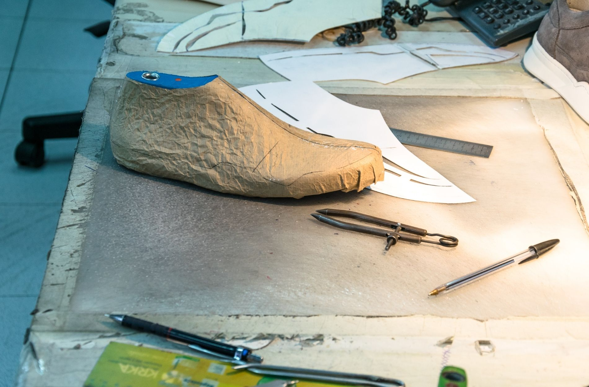 handmaking process of liebre style shoes in portugal