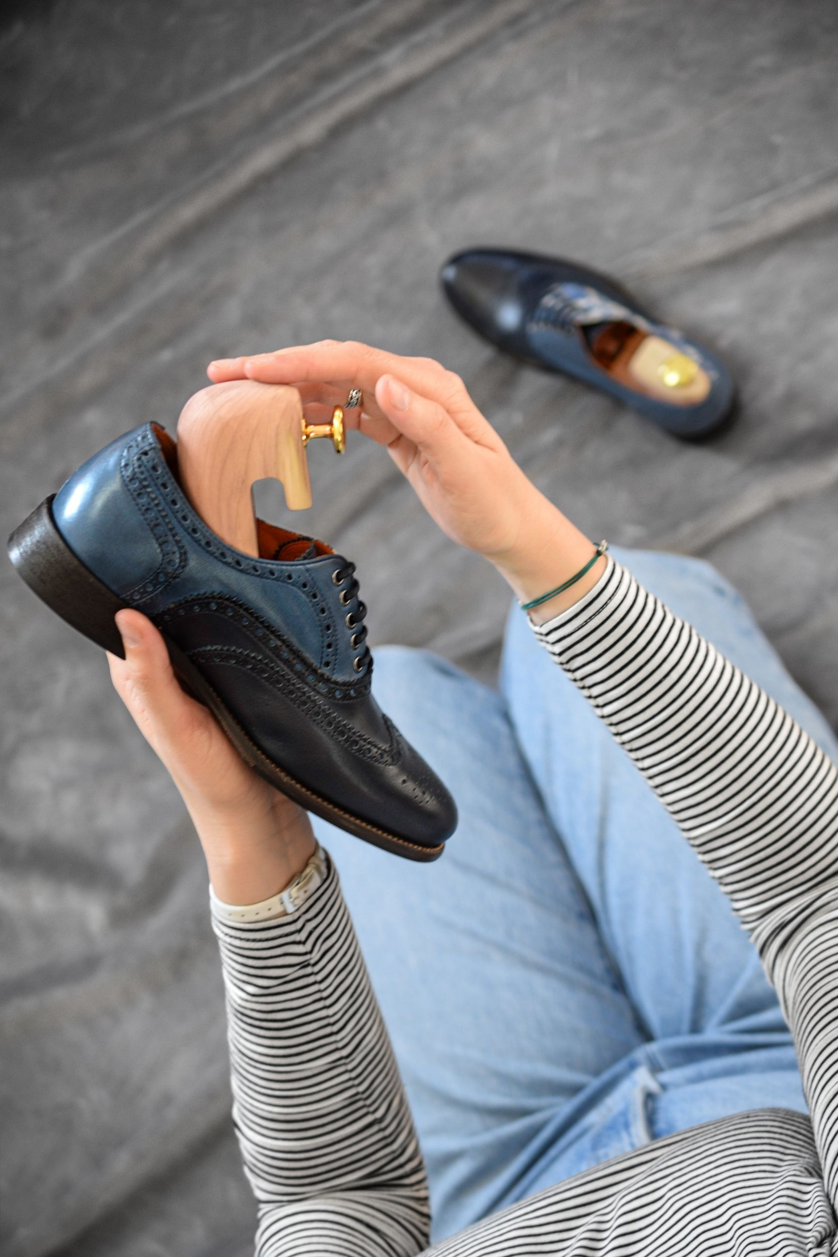 using shoe trees in handmade leather shoes by liebre style