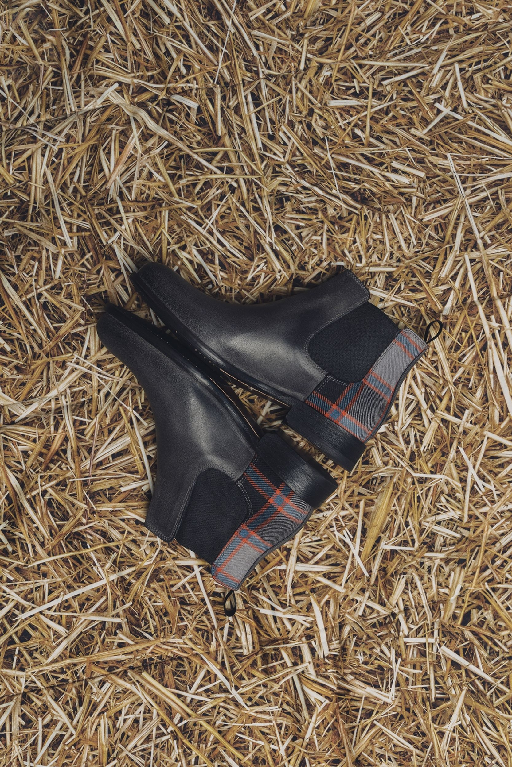 fog scotland boots from Liebre Style chelsea boot collection inspired in tartans