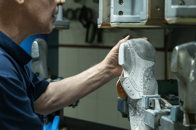 handmaking process of liebre style shoes in our atelier in portugal