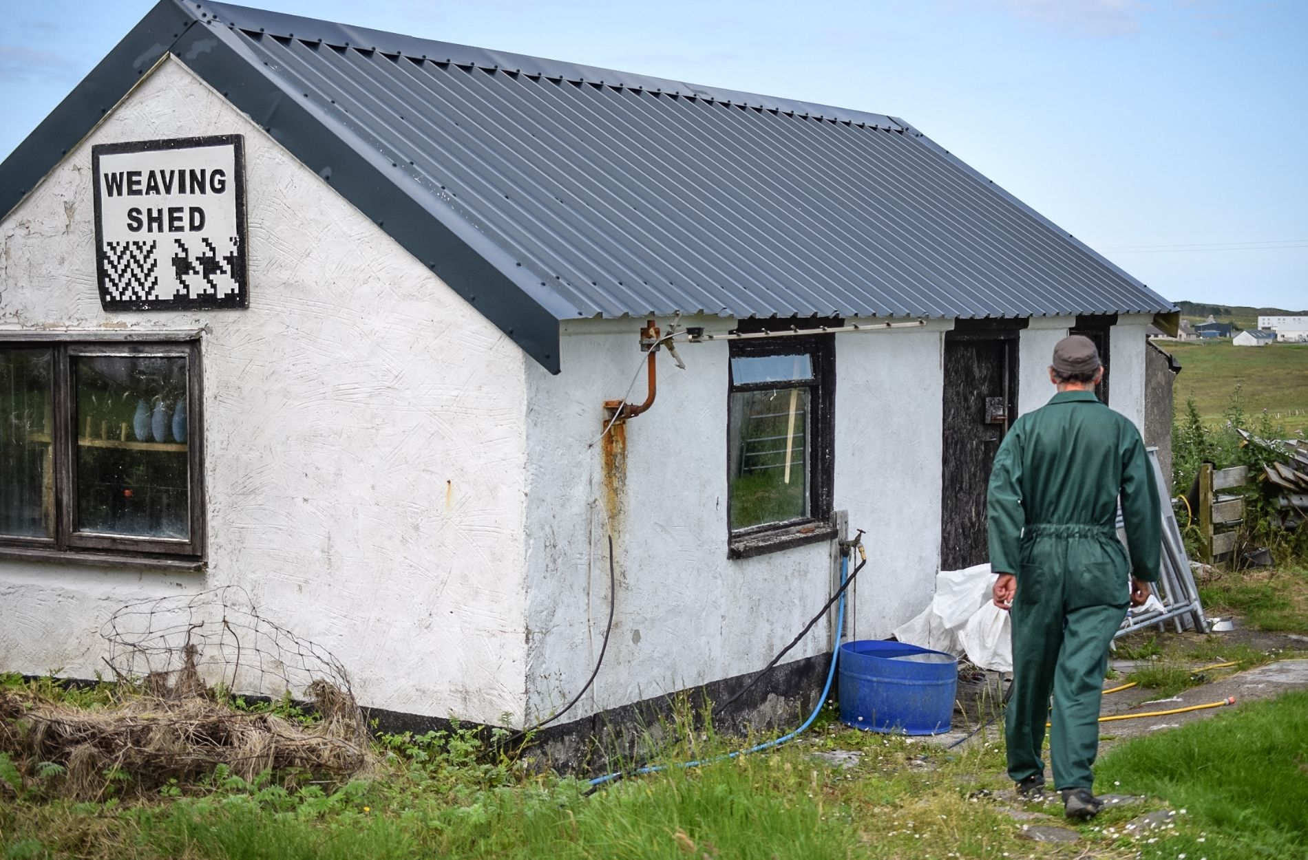 harris tweed weaving shed in the outer hebrides for liebre style